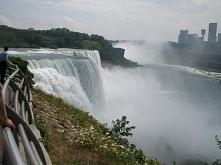 Widok na Canadę. Wodospad Niagara od strony USA. Fotografia z kategorii podró...