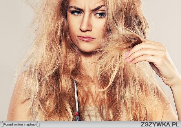 Proszę was o radę!  Nie podobały mi się moje włosy, więc wzięłam się za naturalną pielęgnację. Niestety nie przyniosła ona mi nic dobrego, bo jako niedoświadczona włosomaniaczka tylko pogorszyłam stan moich włosów. Przez olejowanie i mycie płynem do higieny intymnej wypadło mi masakrycznie dużo włosów. Teraz gdy myję zwykłymi szamponami już mi nie wypadają. Ale chciałabym bardzo zagęścić moje włosy i niestety nie wiem jak. Moze któraś z was miala podobny problem, albo poradziła sobie z rzadkimi włosami?