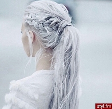 Niesamowite upięcia włosów, zapraszam -> w-puderniczce.blogspot.com