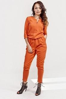 pomarańczowy kombinezon