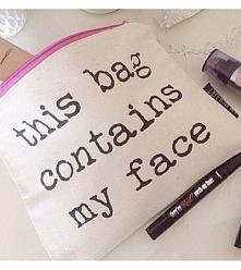 Kosmetyczka - this bag contains my face ;)