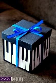 Muzyczy exploding box dla młodej pianistki