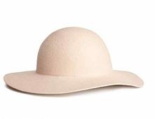 Piękny pudrowy kapelusz <3 Kliknij w zdjęcie i zobacz gdzie go znajdziesz ;)