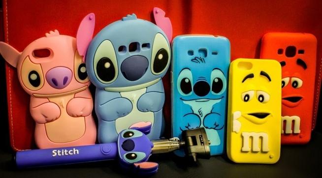 Kijek selfie i etui Stitch. Ten uroczy kosmita ciągle rządzi! A może smakowite etui M&Ms??