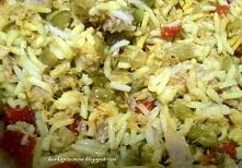 Szybka sałatka z tuńczykiem, ryżem i warzywami.