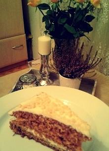 najlepsze ciasto marchewkowe na świecie!  Składniki:      1,5 szklanki startej marchewki (ok.3-4 marchewki)     1,5 szklanki mąki     4 jajka     1 szklanka oleju     1 szklanka...