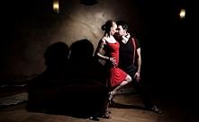 TANGO – TANIEC OGROMNYCH NAMIĘTNOŚCI  Tango to taniec towarzyski pochodzący z...
