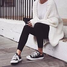 jeju śliczne widział ktoś gdzieś taki sweterek i tanie legginsy? :)