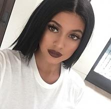 Z jesienią kojarzą mi się również kolory matowe. Szminki takiego właśnie koloru prezentują się cudownie! Kylie Jenner też uwielbia takie kolory.