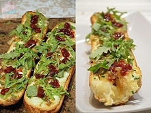 Bagietka zapiekana z serem, cebulą, ostrą papryczką, rukolą i czerwoną borówką
