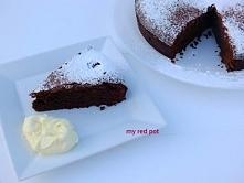Czekoladowo, migdałowe ciasto, bez mąki ... Mocno czekoladowe, mokre i ciężkie