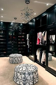 Walk in the closet.. też bym taki chciała :L