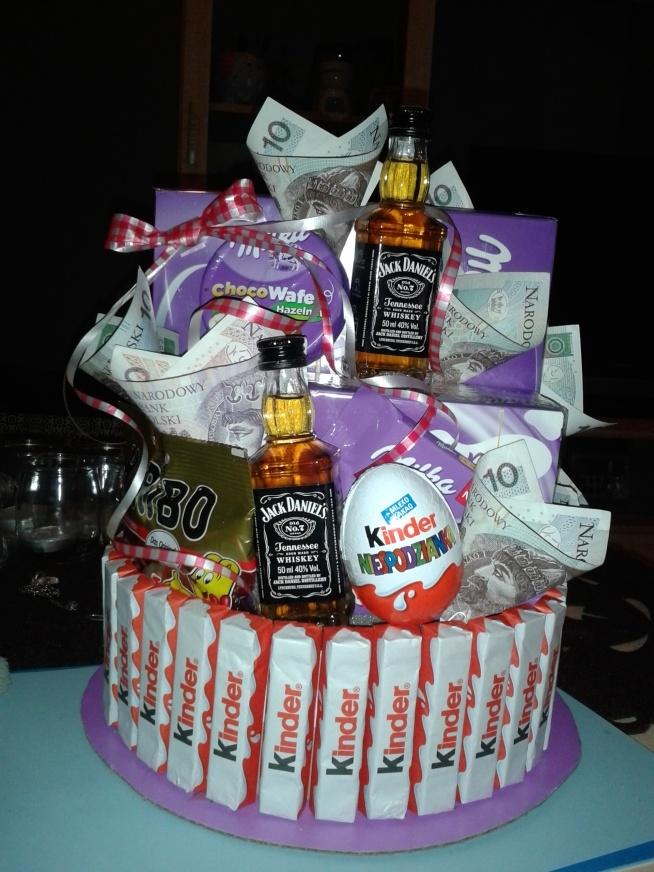 własnoręcznie wykonany prezent na osiemnastkę dla brata :) jeśli ktos jest zainteresowany to mogę wykonać takowy na zamówienie :)