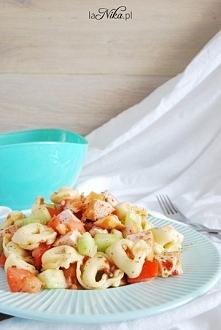 Sałatka z tortellini, ogórkiem, pomidorem i kurczakiem. Przepis po kliknięciu w zdjęcie