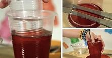 Żelkowe kubki  Potrzebne będą:  - 170g pyłku pszczelego (dowolnego smaku)  - 50g żelatyny  - 300ml wrzącej wody  - 2 plastikowe kubki (jeden – 500 ml, drugi – 200 ml)  Krok po k...
