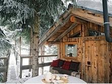Czasem marzę o takim domku na końcu świata, gdzie mogłabym być przez jeden dzień zupełnie sama i po prostu odpocząć w ciszy, z dala od wszelkich problemów...