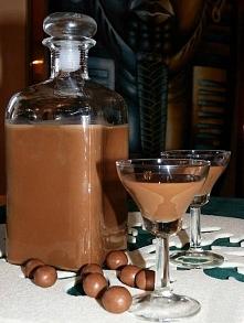 Likier Czekoladnica... Idealny BABSKI* TRUNEK na BABSKI WIECZÓR... Składniki: 2 puszki mleka słodzonego, 2 gorzkie czekolady, 3/4 l wódki. Wykonanie: Mleko w puszcze gotować prz...