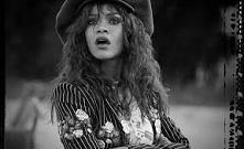 Rihanna w teledysku do pios...