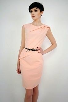 Różowa gładka sukienka na ramiączka