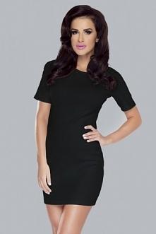 Czarna mini sukienka o dopasowanym kroju