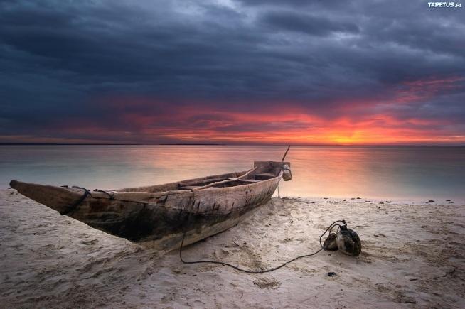 Drewniana łódź.