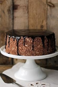 Tort kawowy z powidłami śliwkowymi i kremem straciatella Składniki na tortownicę o średnicy 20cm (większa też będzie ok, ale trudniej będzie przekroić biszkopt na 3 blaty): 5 du...