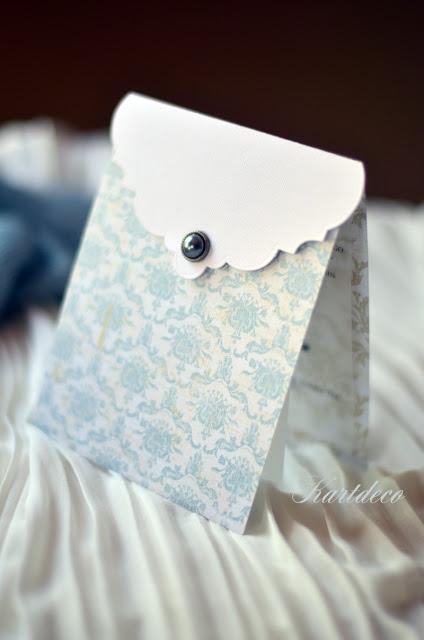 Eleganckie zaproszenia wykonane z najlepszej jakości papieru , tekst zaproszenia wydrukowany został na kalce. Polecamy !