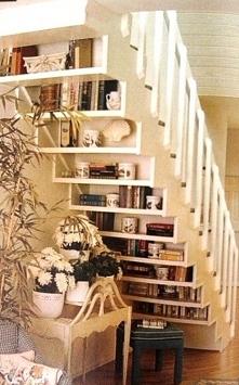 półki pod schodami