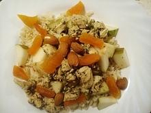 Sałatka z gruszką, kurczakiem i migdałami. Fitomento.com