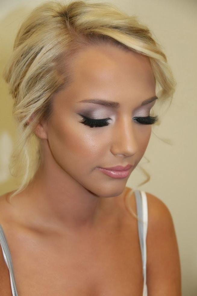 Makijaże rozświetlające, idealne na Andrzejki >> sprawdź propozycje