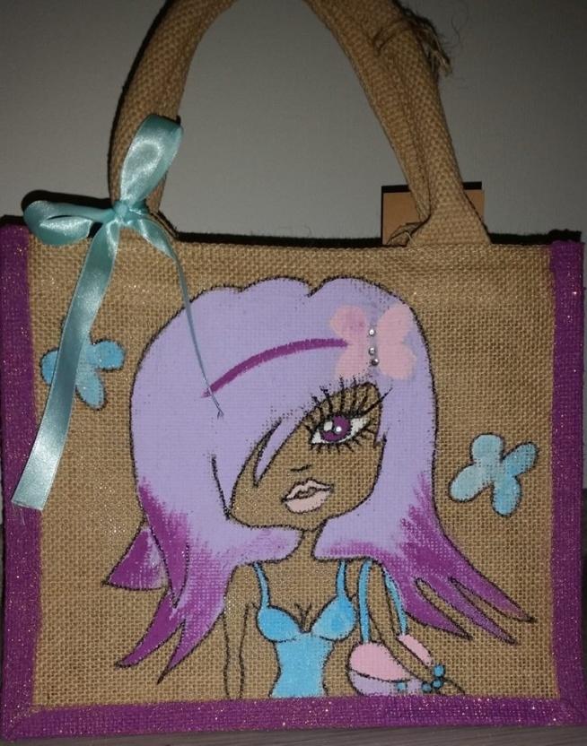 Mini ekologiczna torba o wymiarach :   26 x 22 x 14 cm  Dodatki: biżuteria- cyrkonie.  Cena: 30 zl