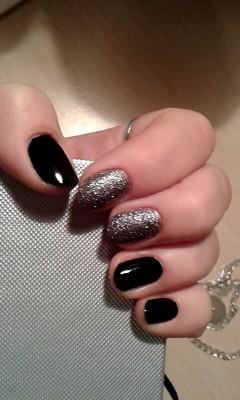 Niestety musiałam obciąć paznokcie... Wypadek na lekcji wf :-/ paznokcie już gotowe na ostatki :-)