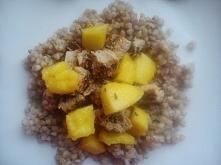Indyk z mango i kaszą gryczaną.