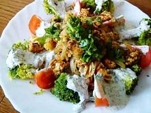Kurczak z brokułami i makar...