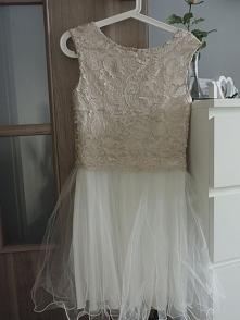 piekna tiulowa sukienka..
