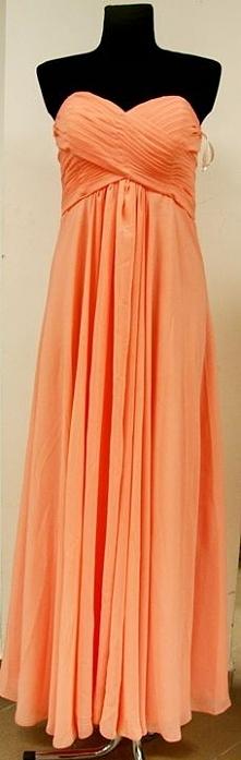 Sukienka na studniówkę, wesele i połowinki w kolorze łosiosowym. Zapraszamy do naszego sklepu w Suwałkach