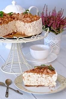 Sernik straciatella – przepis Składniki: 150 g herbatników lub innych ciastek np. Oreo lub Hity 60 g rozpuszczonego masła 1 kg sera twarogowego (polecam Piątnicę lub inny zwarty...