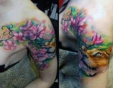 tatuaże damskie kwiaty na ramie