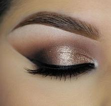 Metaliczne makijaże, jak zrobić taki makijaż wieczorowy >>