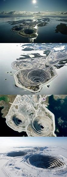 Kopalnia diamentów Diavik znajduje się około 300 km na północ od Yellowknife, w prowincji Północno-Zachodnie Terytoria w Kanadzie, i 30 km od kopalni Ekati. Kopalnia odkrywkowa ...