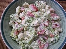 Sałatka brokułowa z kurczak...