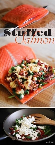faszerowany salmon - feta, pomidory suszone,szpinak, świeża bazylia
