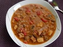 Zupa gulaszowa Pożywna i rozgrzewająca zupka pełna kawałków mięsa i warzyw. Zupka idealna na jesienny czy zimowy obiad. Można ją doprawić ulubionymi przyprawami. składniki: 700 ...