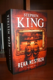 No cóż.... moja najulubieńsza książka ever <3  Tak na ogół baardzo cenię sobie S. Kinga jednak momentami jego ksiażki wachają się od mega dobrych powieści do.... no cóż istne...
