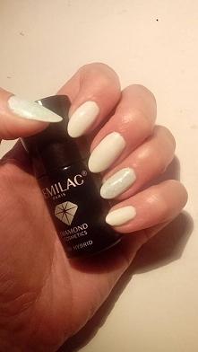 ❤ Moje naturalne paznokcie, hybryda Semilac 001 Strong White a na kciuku i pa...