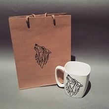 kubek z motywem wilka wykonany na zamówienie Facebook: Kukmaa