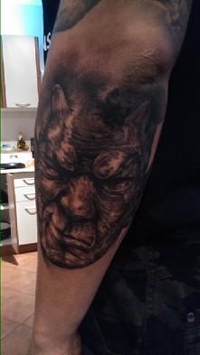 tatuaż gargulec rękaw
