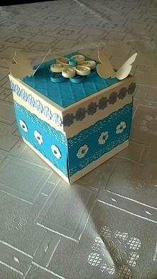 Pudełko na ślub kuzynki Wykonam na zamowienie bombki, pudełka i kartki okolicznościowe. Przykładowe zdjęcia na mojej tablicy. W razie pytań pisać na e-mail: milena.szubinska@o2....