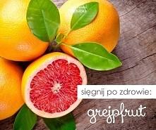 """Wzmacnia odporność, obniża poziom """"złego"""" cholesterolu, reguluje ciśnienie krwi i wspomaga odchudzanie. Wszystko to w jednym niepozornym owocu :) Lubicie grejpfruty?  ..."""