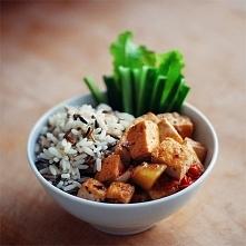 Szybko, pysznie, zdrowo :) 1. Ciemny ryż 3. Kurczak gotowany 4. Duszone warzywa 5. Pałeczki ogórkowe